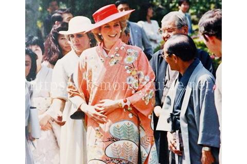 また、1986年(昭和61年)に、元イギリス王妃のダイアナ妃の来日の際に、友禅を献上したことでも有名です。