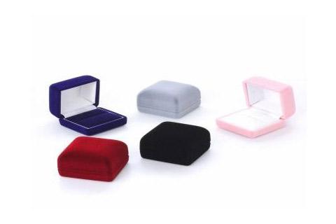 買取業者によっては、下の写真のような箱だけを買取してくれるところもあるので、箱があるほうが買取額UPになる可能性が高くなります。