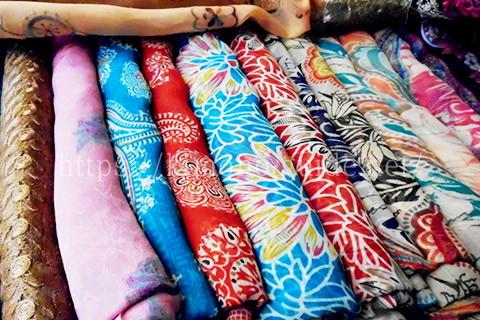 アンティーク着物の買取は色・柄が重要
