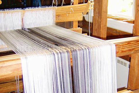 1年をかけて作られる久米島紬