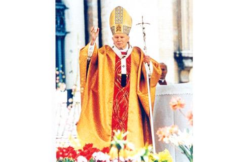 ローマ教皇ヨハネ・パウロ2世の祭服にもなった